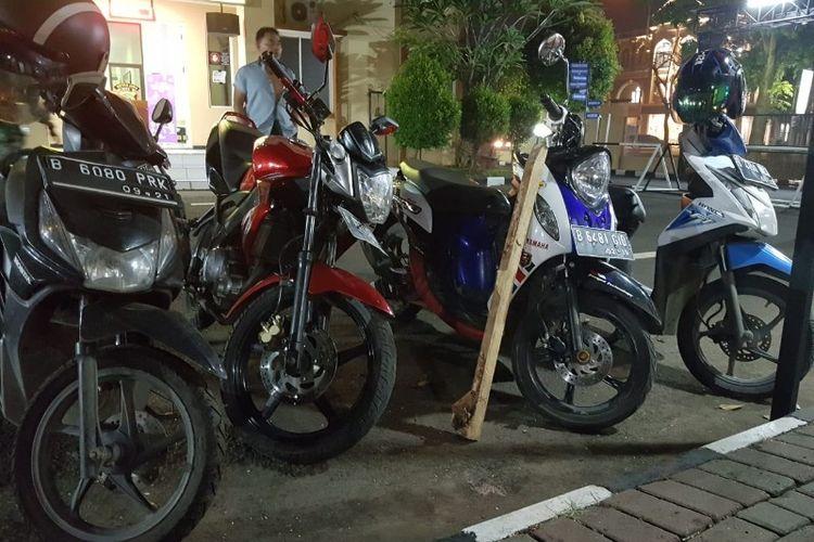 Barang bukti pencurian motor yang hendak dijual oleh empat orang pelaku di Ciputat, Tangerang pada Selasa (19/6/2018).