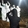 Viral, Video Relawan Pemakaman Jenazah Covid-19 Joget-joget di Pinggir Lubang Kuburan, Ini Kata Polisi