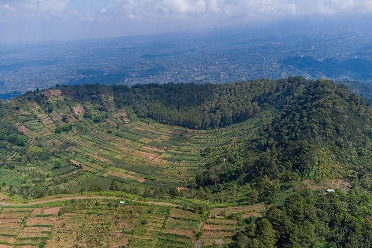 Telaga tanpa air Gunung Blego via Magetan.