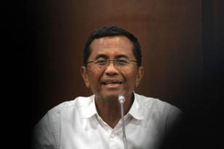 Menteri BUMN, Dahlan Iskan saat menjelaskan rencana pembangunan monorel, di kantor Kementerian BUMN, Jakarta Pusat, Kamis (7/2/2013).