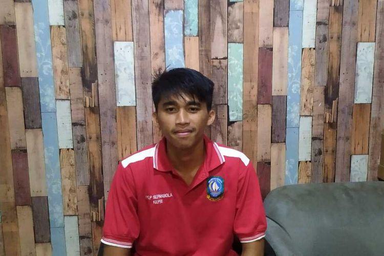 Rafly Ramadhan, pemuda kelahiran 5 November 2003 ini resmi terpilih untuk mengikuti seleksi Garuda Muda U-18, yang sedang dalam persiapan guna mengikuti Piala Dunia U-20, yang digelar 2023 mendatang dan Indonesia ditunjuk sebagai tuan rumah.