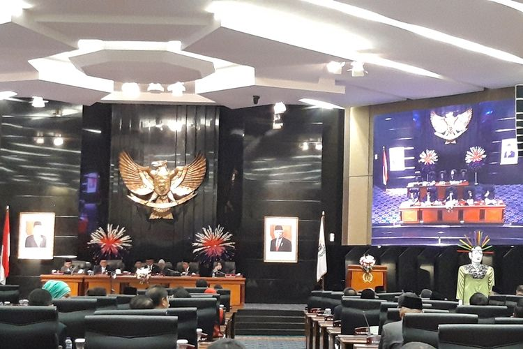 Suasana rapat paripurna ketiga DPRD DKI Jakarta, di lantai 3, Gedung DPRD DKI, Jalan Kebon Sirih, Jakarta Pusat, Senin (21/10/2019).