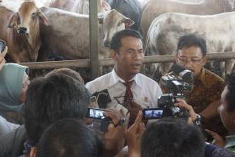 Menteri Pertanian (Mentan) Andi Amran Sulaiman mencapai kesepakatan dengan Asosiasi Produsen Daging dan Feedlot Indonesia (APFINDO) harga daging sapi hidup di harga Rp 38.000 per kilogram.