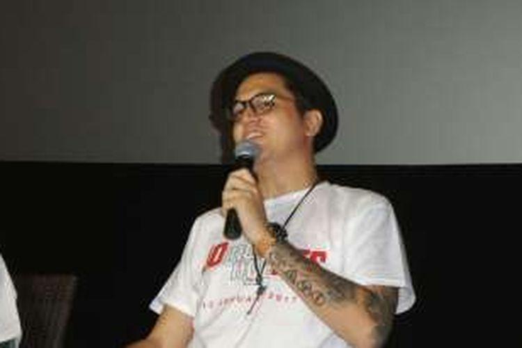 Artis sinetron Kevin Julio berbicara dalam konferensi pers pada gala premiere film Jomblo Ngenest di XXI Kota Kasablanka, Jakarta Selatan, Senin (9/1/2017).