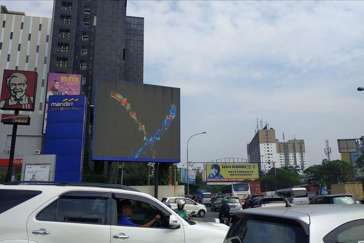 Reklame LED di Jalan Ahmad Yani, Bekasi.