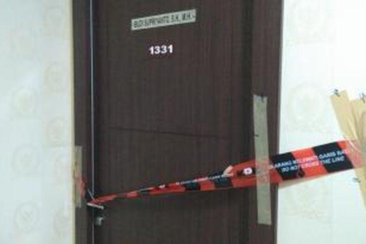 Ruang 1331 milik Anggota DPR Fraksi Golkar Budi Supriyanto disegel KPK, Kamis (14/1/2015)  Ruang 0621 milik Anggota DPR Fraksi PDI-P Damayanti Wisnu Putrianti disegel KPK, Kamis (14/1/2015)
