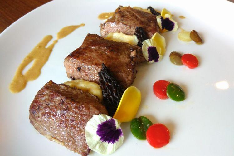 Pan Seared Meltique Sirloin Steak di set menu Christmas Dinner Aston Pluit Hotel & Residence
