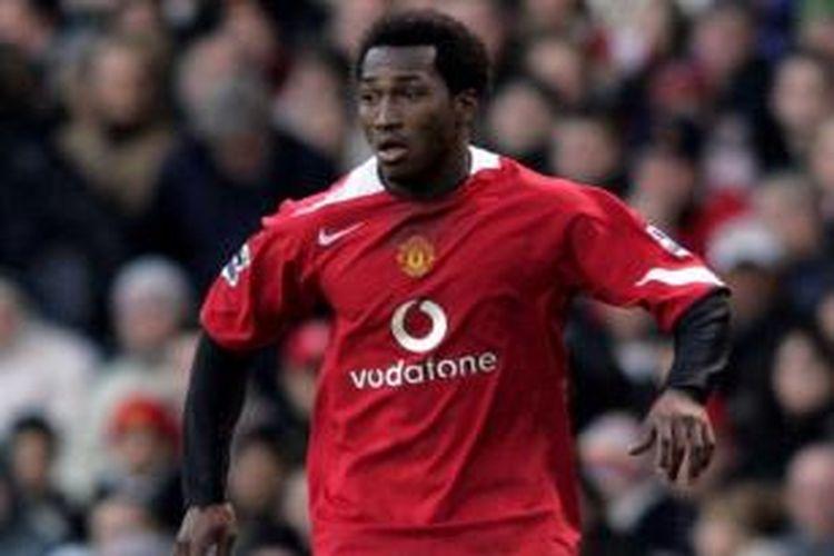 Eric Djemba-Djemba ketika masih berkostum Manchester United.