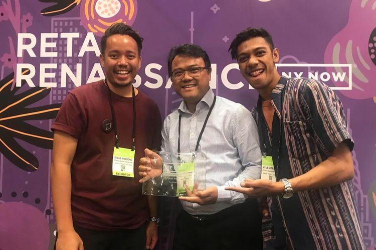 Para punggawa UKM Djalin dari Bandung yang memenangi penghargaan Best New Product di ajang pameran dagang dan kriya terbesar di Amerika Utara NYNOW 2019 yang berlangsung pada 10-13 Agustus 2019 di Javits Center, New York, AS.