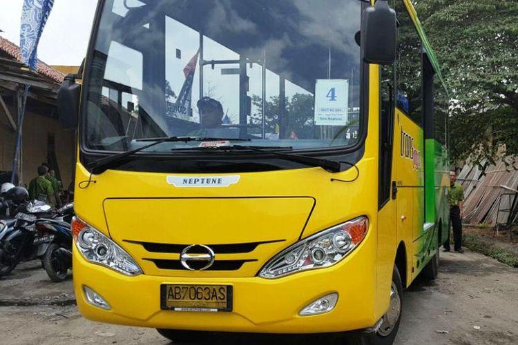 Bus Hino FB130 yang digunakan sebagai armada Trans Jogja.