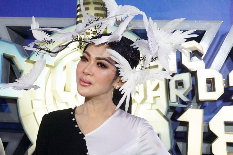 Penyanyi Syahrini hadir dalam sebuah acara di kawasan Daan Mogot, Jakarta Barat, belum lama ini.