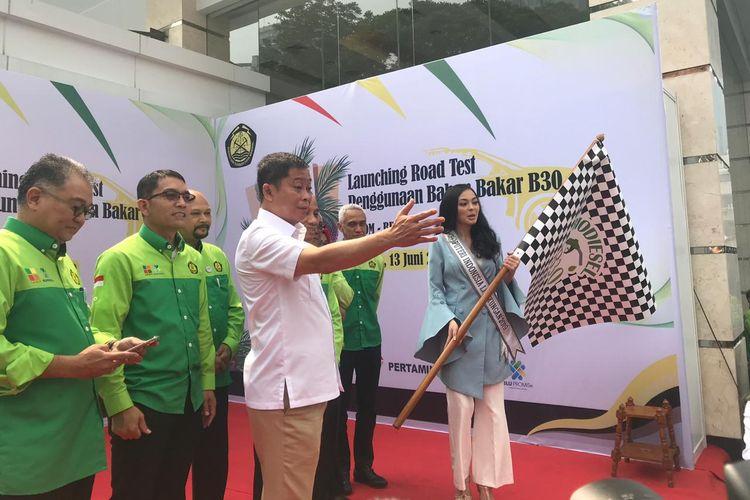 Menteri Energi dan Sumber Daya Mineral (ESDM) Ignasius Jonan saat melakukan uji coba penggunaan B30 di Kementerian ESDM, Jakarta, Kamis (13/6/2019).