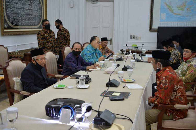Wakil Presiden Maruf Amin dan Menko Polhukam Mahfud MD beserta tokoh dari MUI, PBNU, dan Muhammdiyah dalam pertemuan terkait penundaan RUU HIP di Rumah Dinas Wapres, Menteng, Jakarta Pusat, Selasa (16/6/2020) malam.