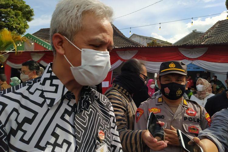 Gubernur Jawa Tengah Ganjar Pranowo, disela kunjungan kerja di Balai Besar Rehabilitasi Sosial Penyandang Disabilitas Intelektual (BBRSPDI) Kartini Temanggung, Jumat (5/3/2021).