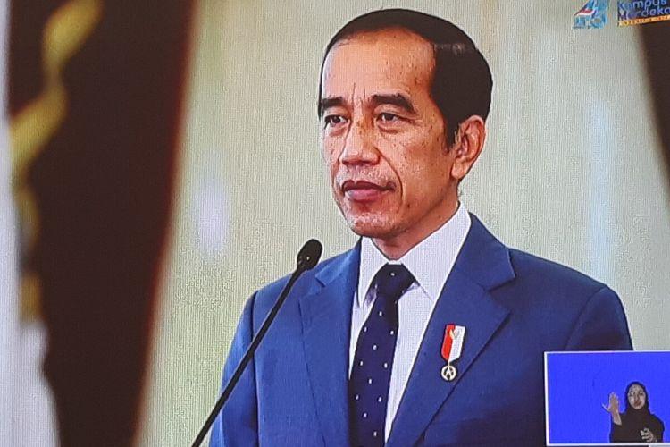 Presiden Jokowi dalam sambutan dan arahan peringatan Dies Natalis ke-45 UNS yang digelar secara daring di Solo, Jawa Tengah, Jumat (12/3/2021).