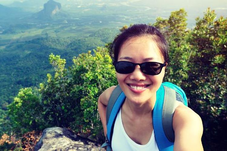 Jika suka jalan-jalan, travel blogger bisa jadi pilihan profesi. Siapa tahu, lewat karya-karya tersebut rupiah datang menghampiri.