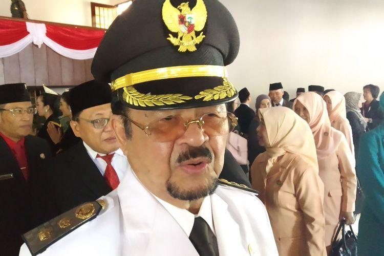 Wakil Wali Kota Surakarta yang juga ditugaskan sebagai bakal calon wali kota dari DPC PDIP Surakarta, Achmad Purnomo di Stadion Sriwedari, Solo, Jawa Tengah, Minggu (10/11/209).