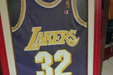 Pegiat Basket Ary Sudarsono Lelang Jersey Legenda NBA Magic Johnson