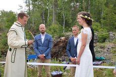 Dampak Pembatasan Covid-19, Pasangan Ini Menikah di Tengah Hutan Perbatasan Swedia-Norwegia