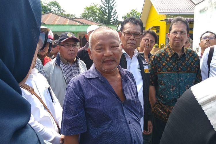 Nasib, bapak dari Dhijah yang menjadi korban tewas di pabrik korek api gas di Desa Sambi Rejo, Kecamatan Binjai Utara, Langkat, Sumut, Jumat (21/6/2019) yang lalu.