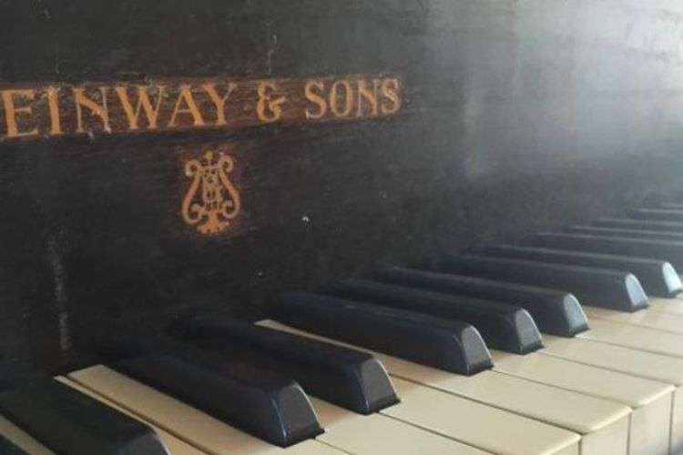 Piano Steinway & Sons.