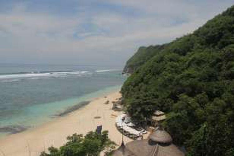 Panorama Pantai Karma dari kereta gantung. Pemenang kompetisi foto bersama #TakeMeAnywhere akan pergi mengunjungi tersebut di hari ketiga.