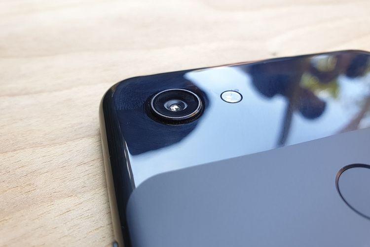 Spesifikasi kameranya pun serupa dengan Pixel 3a. Pixel 3a XL mengusung kamera tunggal di bagian belakang dengan sensor 12 megapiksel.