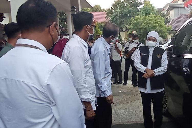 Kunjungi Kabupaten Magetan Gubernur Jawa TImur Khofifah Indar Parawansa berjanji akan memberikan tambahan kuota vakisn sebanyak 20.000 vial untuk pelaksanaan vaksinasi massal yang difokuskan kepada lansia dengan risiko tinggi terpapar covid 19.
