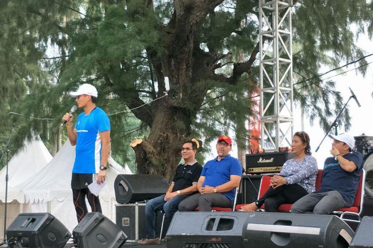 Wakil Gubernur DKI Jakarta Sandiaga Uno dan Menteri Kelautan dan Perikanan Susi Pudjiastuti dalam Tidung Aquathlon di Pulau Tidung, Sabtu (5/5/2018).