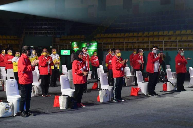 Pada Haornas XXXVII pemerintah memberikan penghargaan Satya Lencana Dharma Olahraga untuk 34 atlet dan pelatih olahraga berprestasi (Dok. Kemenpora)