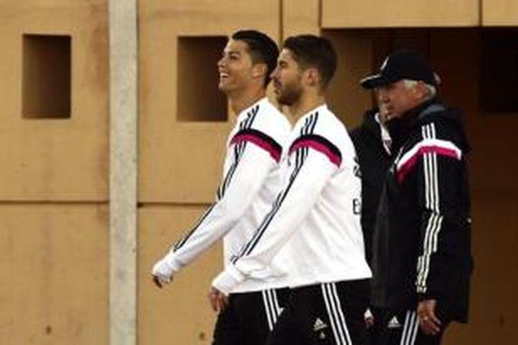 Dua pemain Real Madrid, Cristiano Ronaldo (kiri) dan Sergio Ramos (kanan).