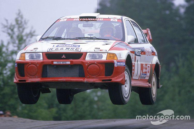 Mitsubishi Lancer Evolution V yang membawa Mitsubishi jadi juara manufaktur pada ajang WRC 1998.