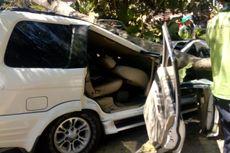 Pohon Timpa Sebuah Mobil di Universitas Pancasila, Satu Orang Tewas
