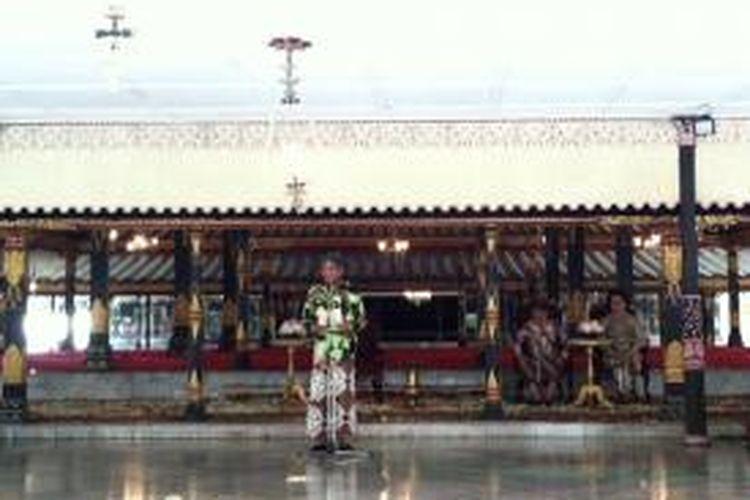 Raja Keraton Ngayogyakarta Hadiningrat, Sri Sultan Hamenkubuwono X di Bangsal Kencana, Jumat (6/3/2015) mengeluarkan sabdatama.