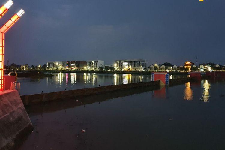 Bendung Gerak Kanal Banjir Barat (KBB), Kota Semarang, Jawa Tengah.