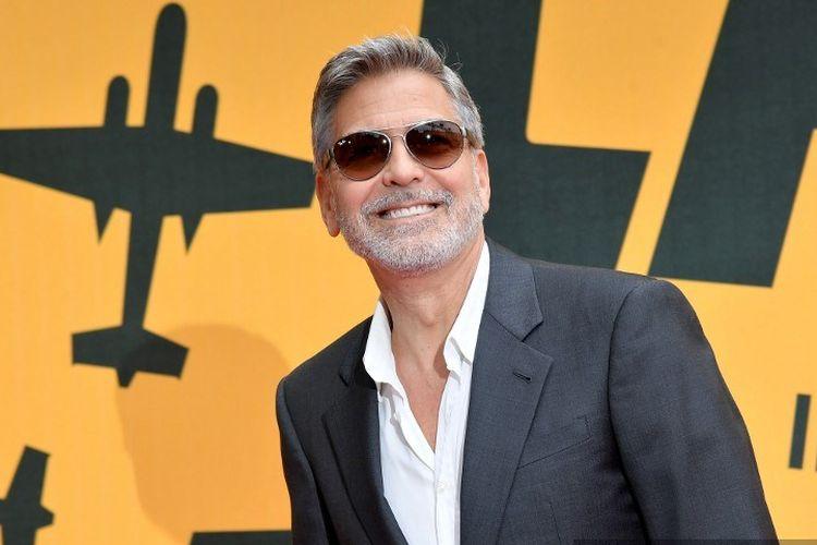 Aktor Hollywood George Clooney berfoto saat menghadiri program televisi Catch-22 di Roma, Italia, pada 13 Mei 2019.