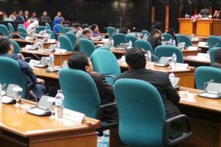 Suasana rapat paripurna pengesahan APBD DKI 2014 di Gedung DPRD DKI jakarta, Rabu (22/1/2014).