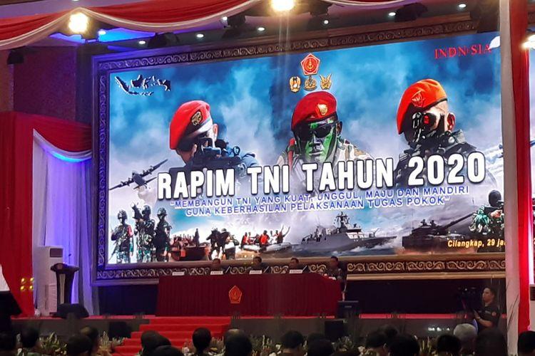Panglima TNI Marsekal Hadi Tjahjanto memimpin Rapat Pimpinan (Rapim) TNI Tahun 2020 di Mabes TNI, Cilangkap, Jakarta, Rabu (28/1/2020).