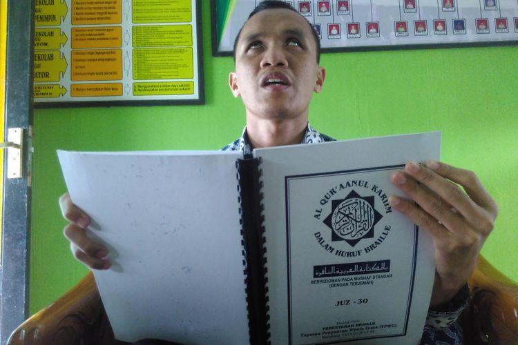 Muhammad Fuad Gufron (27), penyandang tuna netra, guru di SLB Maarif Muntilan, Kabupaten Magelang.
