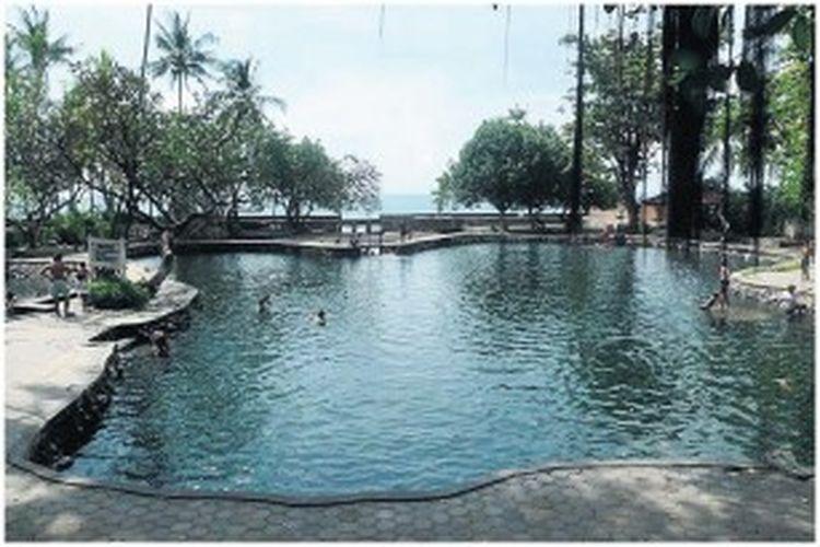 Pemandian Yeh Sanih di Desa Kubutambahan, Kabupaten Buleleng, Bali, memiliki keunikan sebagai obyek wisata unggulan di wilayah utara