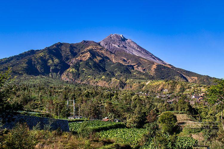 Sisi barat laut Gunung Merapi.