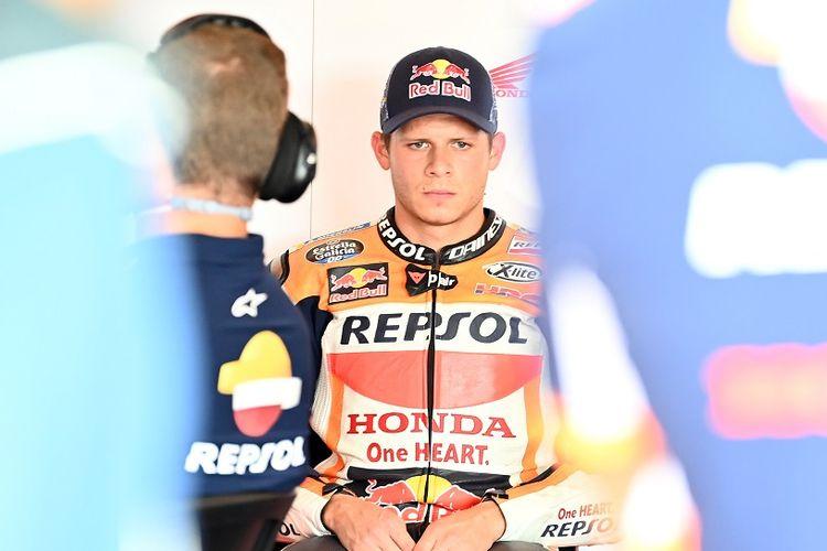 Pebalap penguji Repsol Honda yang saat ini tengah menggantikan Marc Marquez, Stefan Bradl.