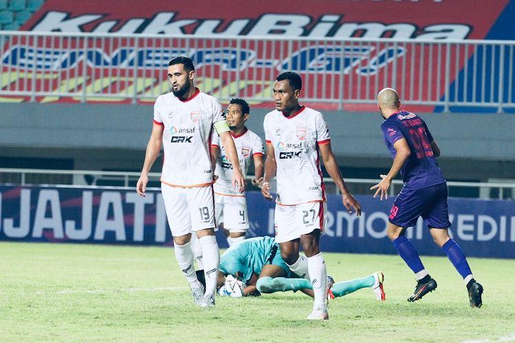 Pemain Borneo FC Javlon Guseynov dan Safrudin Tahar saat pekan kedua Liga 1 2021-2022 melawan Persik Kediri yang berakhir dengan skor 1-0 di Stadion Pakansari, Bogor, Jumat (10/9/2021) malam.