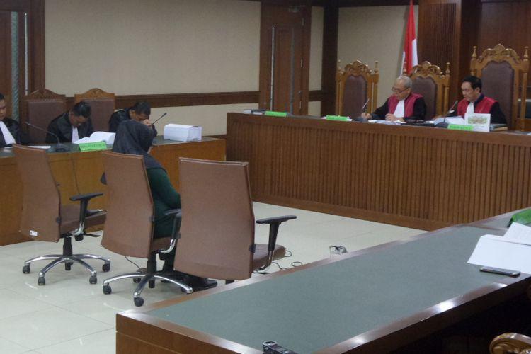 Mantan Gubernur Banten, Atut Chosiyah menyampaikan pembelaan sebagai terdakwa di Pengadilan Tipikor Jakarta, Kamis (6/7/2017).