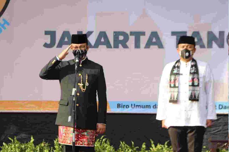 Gubernur DKI Jakarta Anies Baswedan memimpin upacara HUT DKI ke-439, di Balai Kota, Senin (22/6/2020)