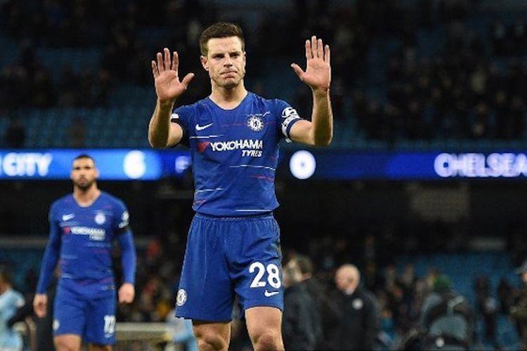 Cesar Azpilicueta meminta maaf kepada suporter seusai pertandingan Manchester City vs Chelsea di Stadion Etihad dalam lanjutan Liga Inggris, 10 Februari 2019.
