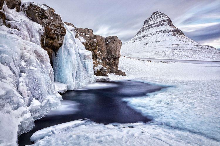 Kirkjufell, gunung di Islandia.