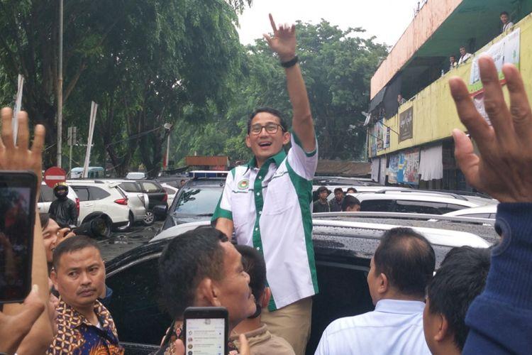 Calon wakil presiden nomor urut 02 Sandiaga Uno saat ditemui di Pasar Sunan Giri, Rawamangun, Jakarta Timur, Rabu (12/12/2018).