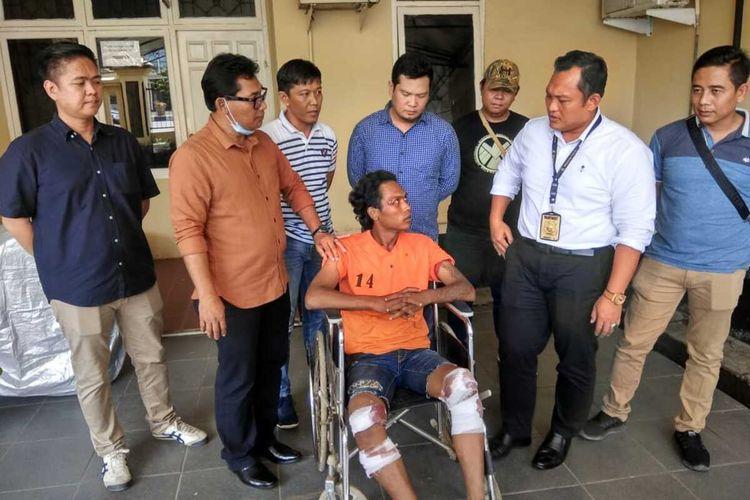 Tersangka  Jamiat Abdul Karim (29) saat berada di Polda Sumatera Selatan, Selasa (4/2/2020). Ia ditangkap polisi lantaran telah melakukan aksi perampokan, dengan menggunakan perempuan sebagai umpan.