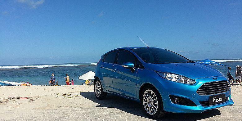 Ford Fiesta EcoBoost 1.0 L di Pantai Pandawa, Uluwatu, Bali.